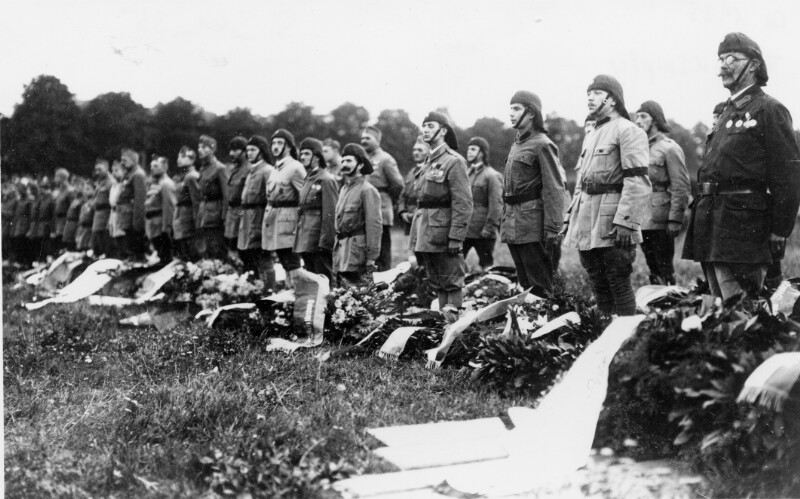 Frontkämpfer bei Trauerkundgebung