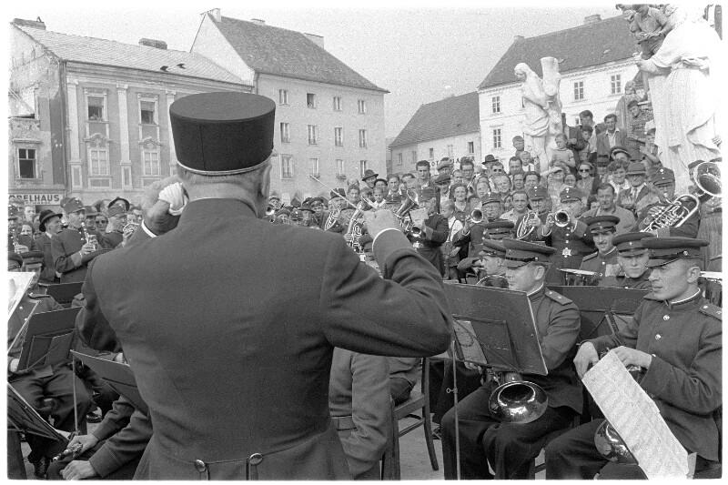 Musiker der Deutschmeisterkapelle und russische Militärmusiker