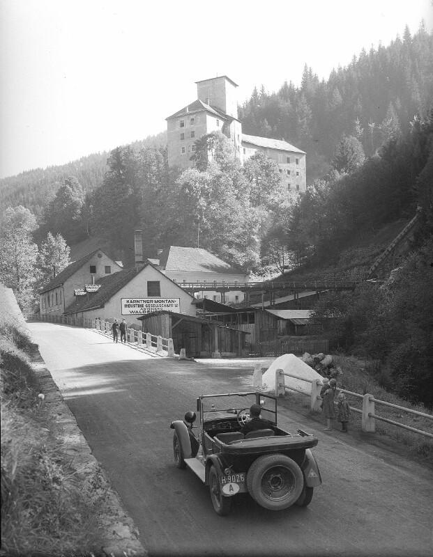 Straße nach Schloss Waldenstein