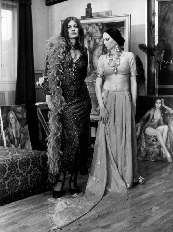 Die Malerin Dina Larot mit einem Modell