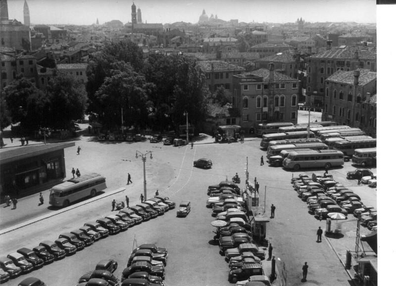 """Blick von der """"Rimessa"""", dem größten Auto-Hotel Europas"""