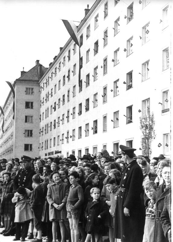Gemeindebaueröffnung in Wien am Kapaunplatz im 20. Bezirk