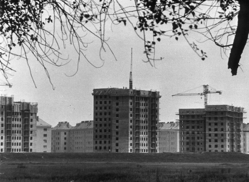 Errichtung von Gemeindebauten in Kaisermühlen