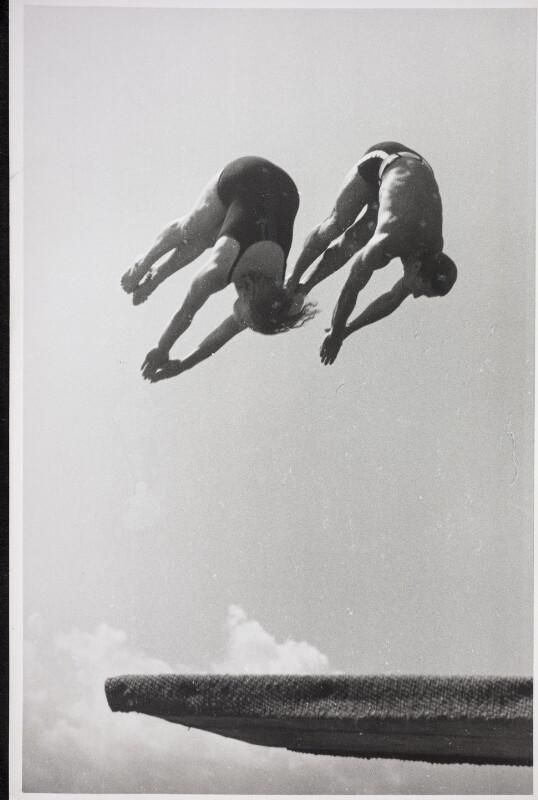 Mädi Epply und Sepp Staudinger beim Turmspringen