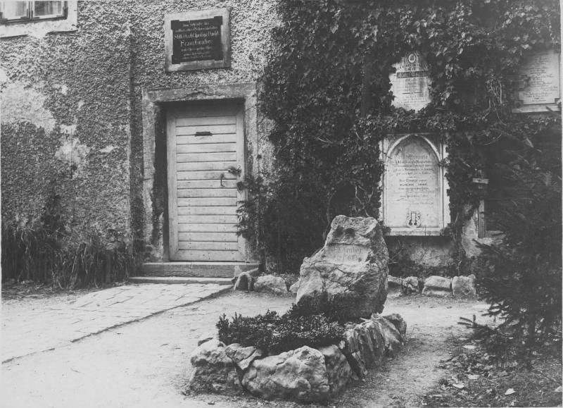 Grab von Franz Xaver Gruber (I) vor dem Pfarrhaus Hallein, um 1936©Bildarchiv Austria, ÖNB