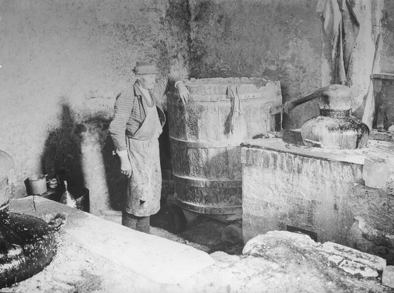 Destillierblase  für Terpentin in einem Bauernhaus