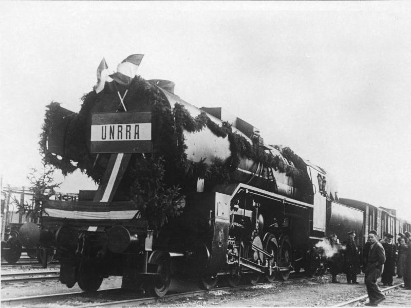 Ankunft des ersten UNRRA-Zuges mit Weizen
