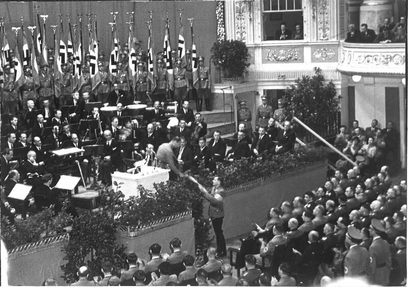 Amtsübergabe an Reichsstatthalter Baldur von Schirach