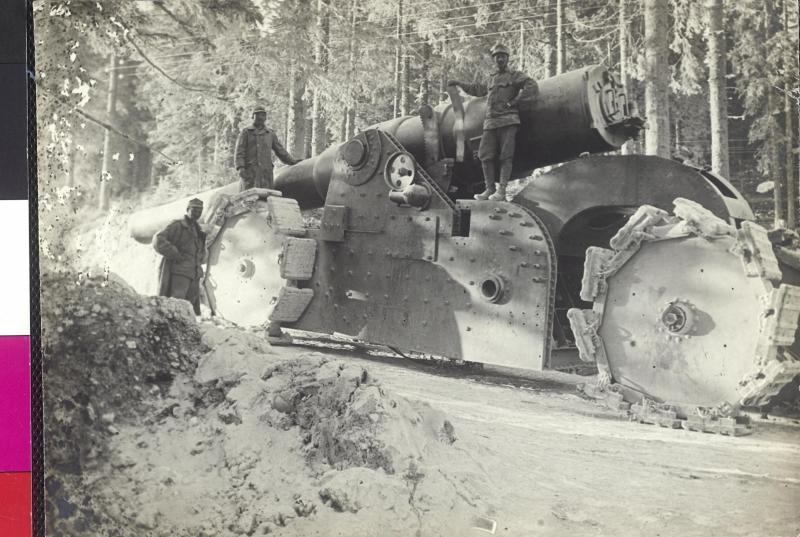 Ein von österreichisch-ungarischen Truppen erobertes Schiffsgeschütz
