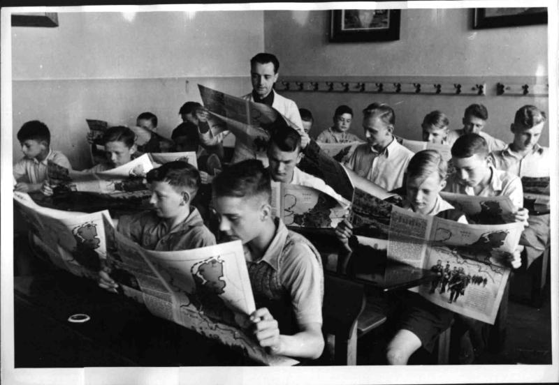 """""""Politische Stunde"""" in einer deutschen Schulklasse"""