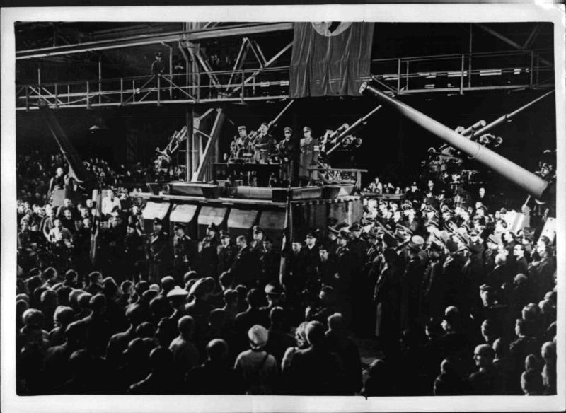 Hitler spricht zu den Arbeitern