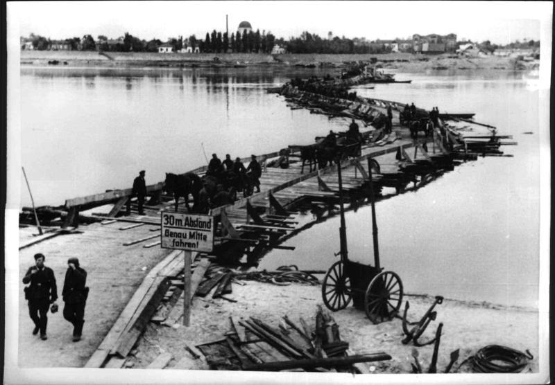 Floßbrücke über den Dnjepr