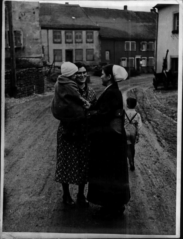 NSV-Schwestern im Dorf