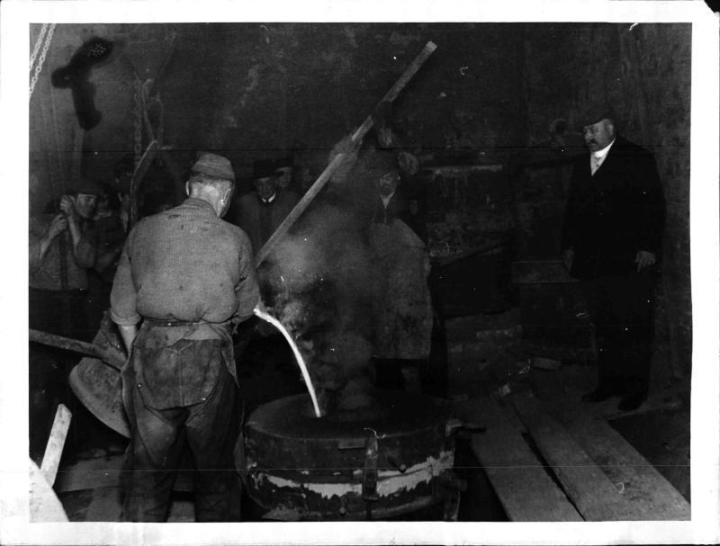 Erste Adolf-Hitler-Glocke wird gegossen