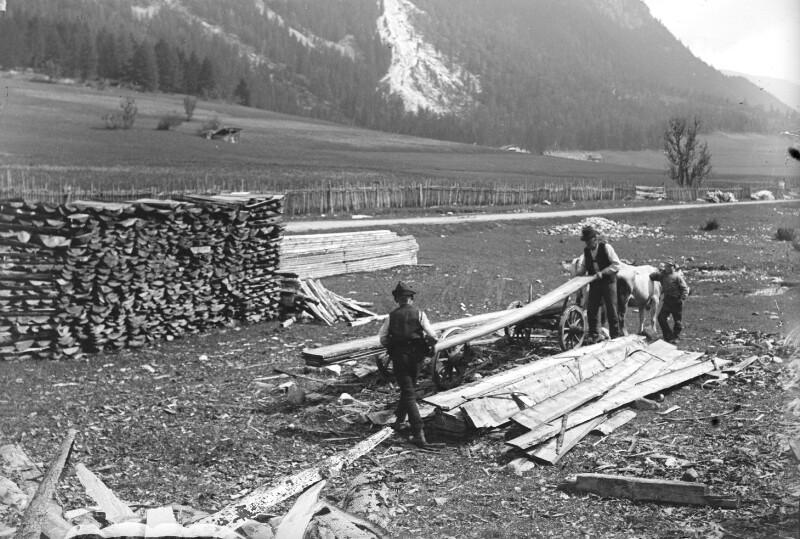 Holztransport im Gschnitztal