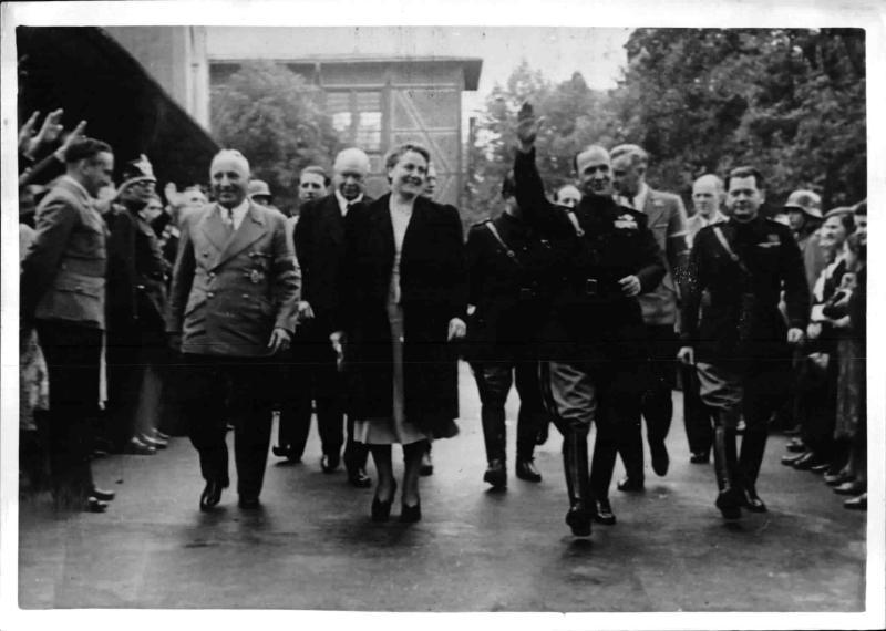 Alfieri und Ley bei der Schlußveranstaltung der Bayreuther Kriegsfeststpiele