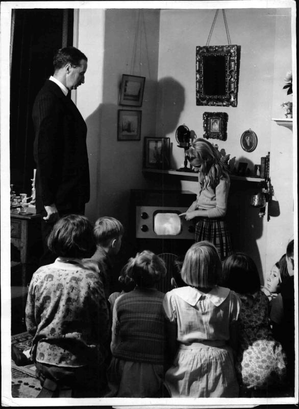 Dorfkinder werden mittels Fernseher unterrichtet