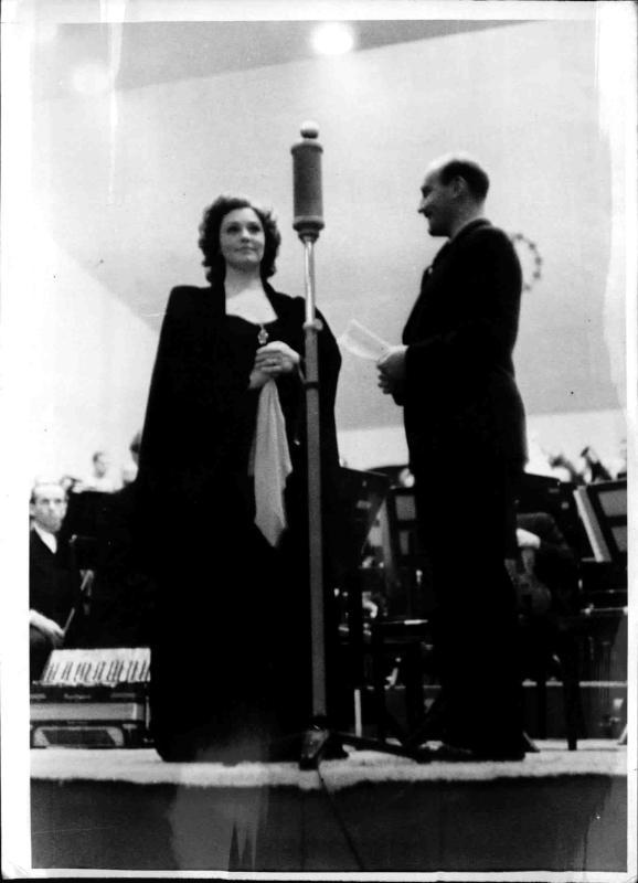 Zarah Leander beim Wehrmachtswunschkonzert