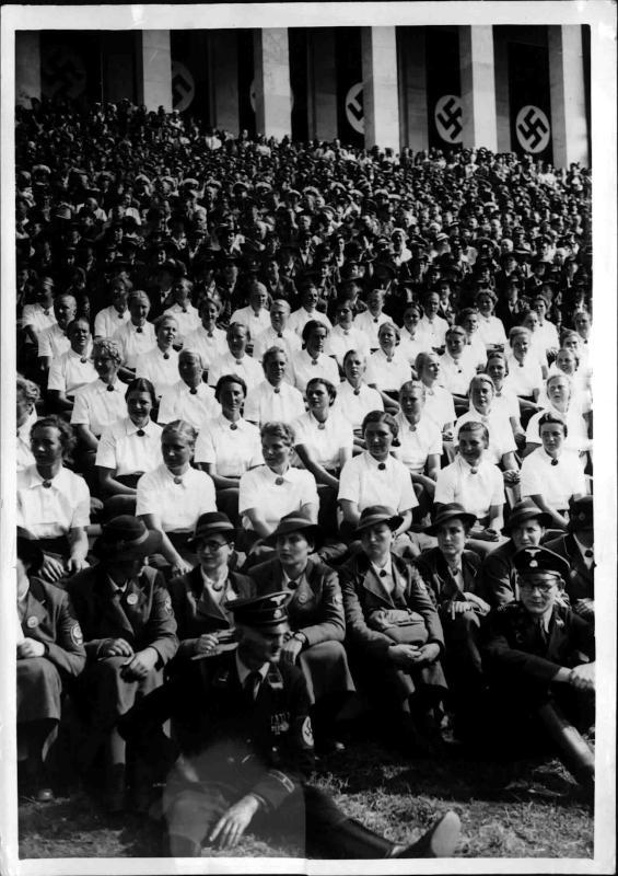 Arbeitsmaiden am Reichsparteitag