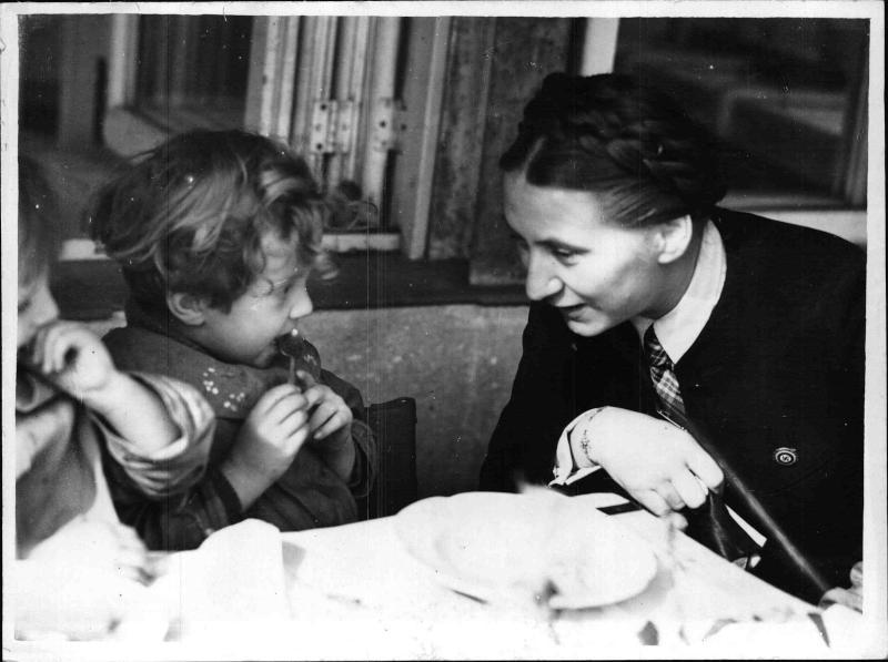 Reichsfrauenführerin Scholtz-Klink in England