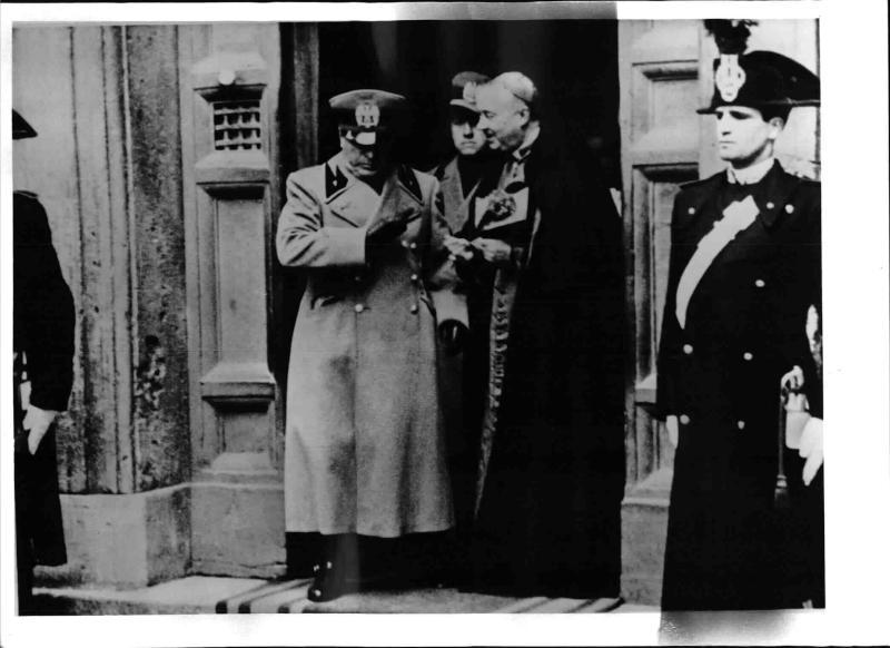 Mussolini beim Requiem