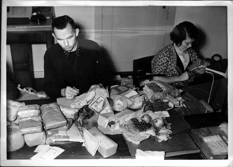 Täglich 1/2 Million Feldpostsendungen in der Sammelstelle Berlin