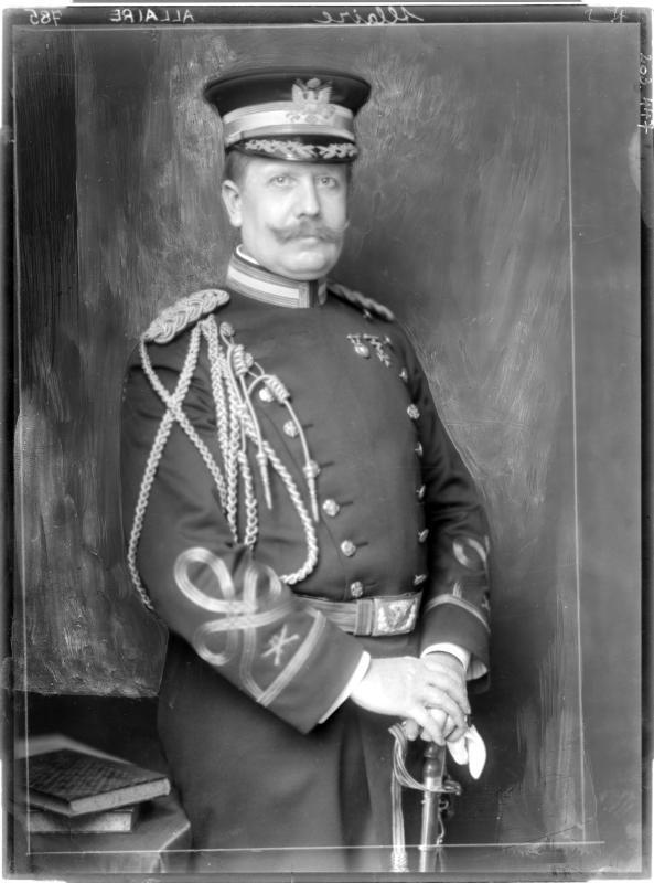 W. H. Allaire in Miltäruniform