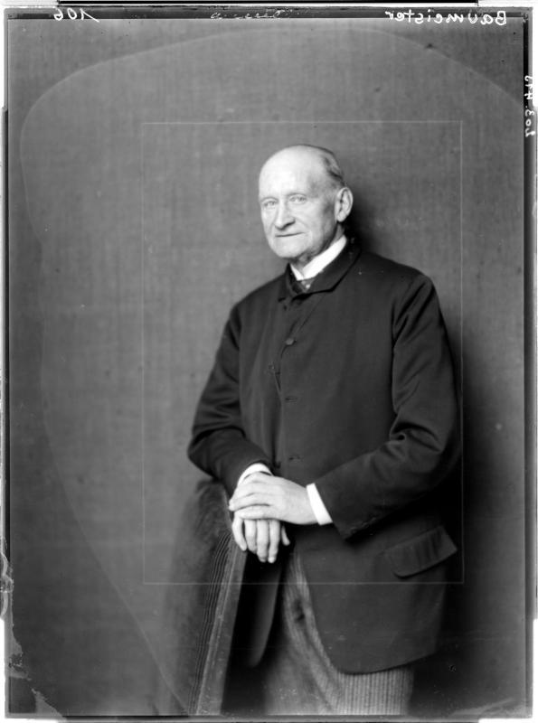 Bernhard Baumeister in einem Anzug