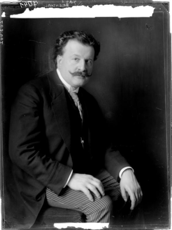 Moritz Rosenthal in einem Jackett