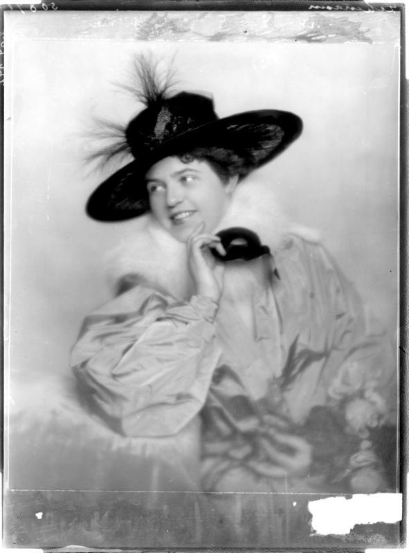 Lotte Lehmann in Winterkleidung