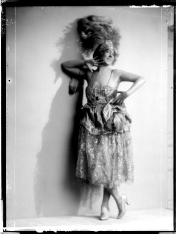 Gertrude Barrison in Tanzkleid