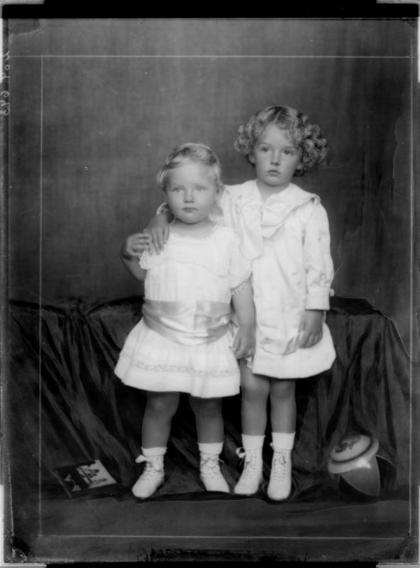 Kinderbildnis von Otto, Kronprinz von Österreich mit Erzherzogin Adelheid