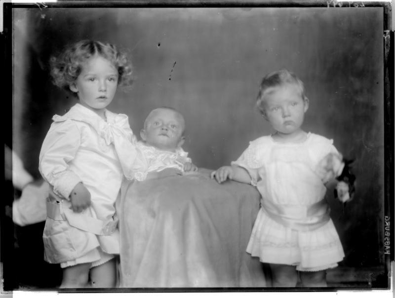 Otto, Kronprinz von Österreich mit Geschwistern