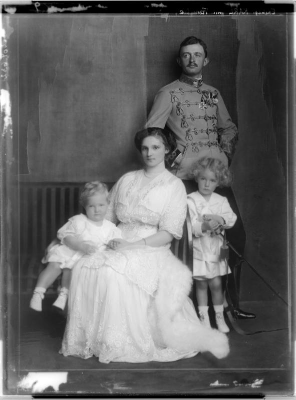 Karl I., Kaiser von Österreich im Familienkreis
