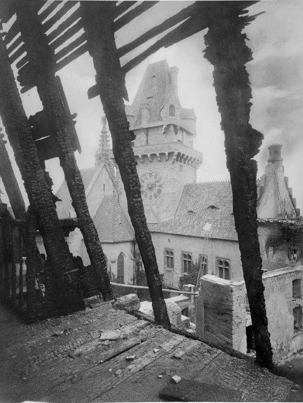 Burg Kreuzenstein nach dem Brand