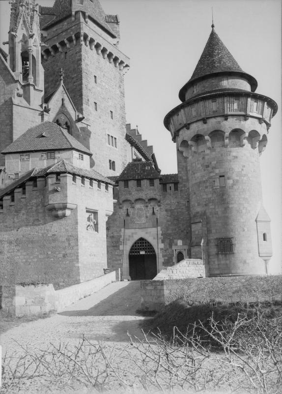 Vor der Burg Kreuzenstein