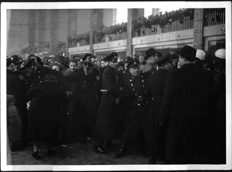 Empfang der Olympiateilnehmer auf dem Wiener Westbahnhof