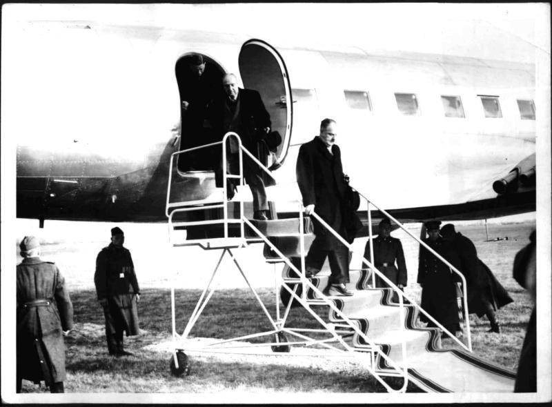 Ankunft von Schärf und Raab aus Moskau in Vöslau