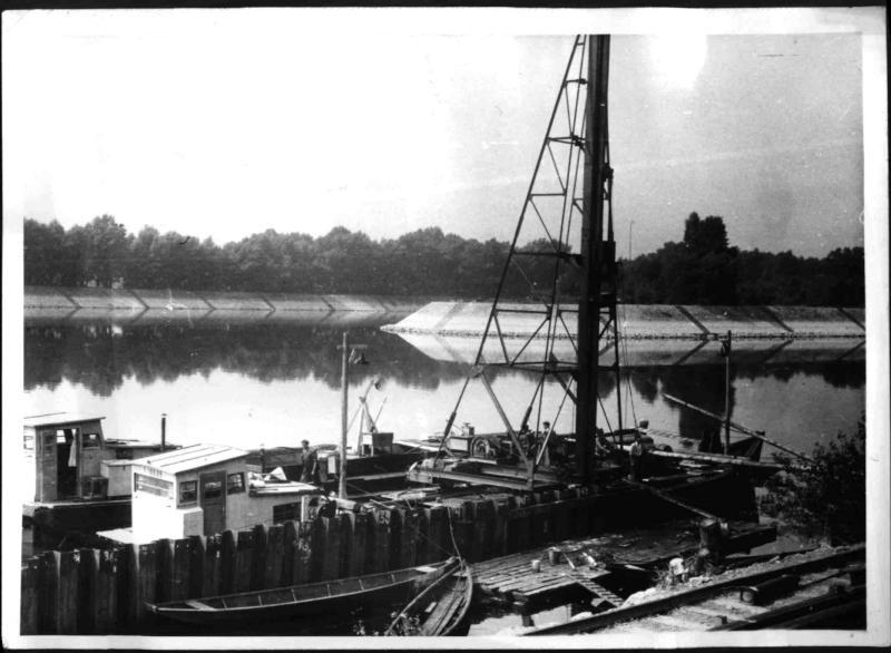 Bau der Kaimauer am Winterhafen