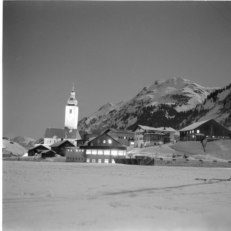Lech am Arlberg bei Nacht