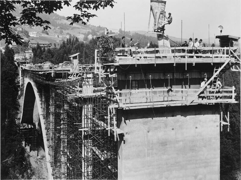 Hochbrücke Lingenau in Bau