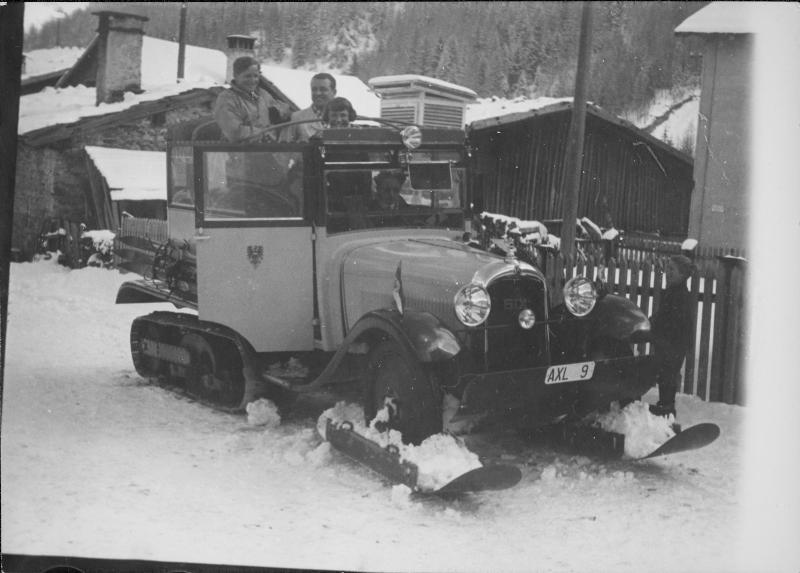 """Halbketten-Postbus"" am Arlberg"