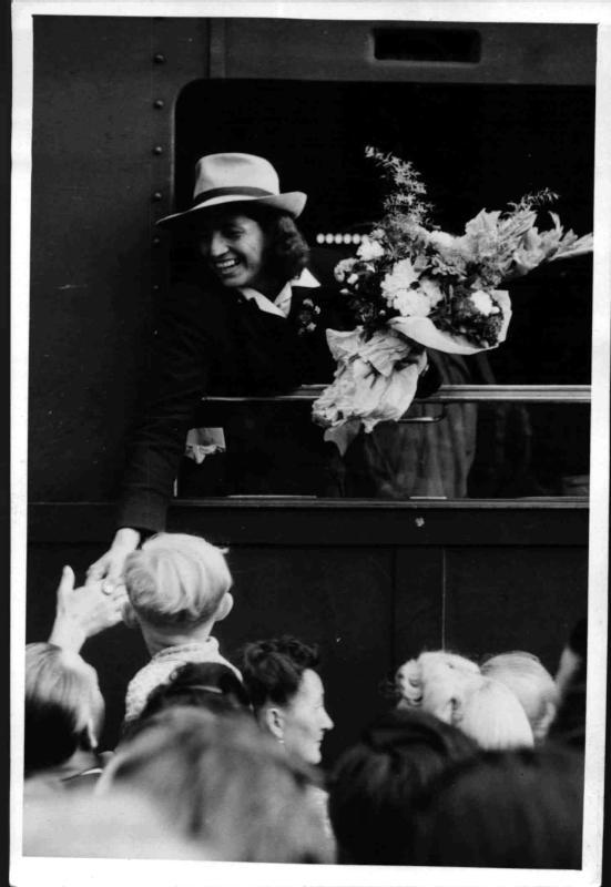 Herma Bauma bei ihrer Ankunft in Wien