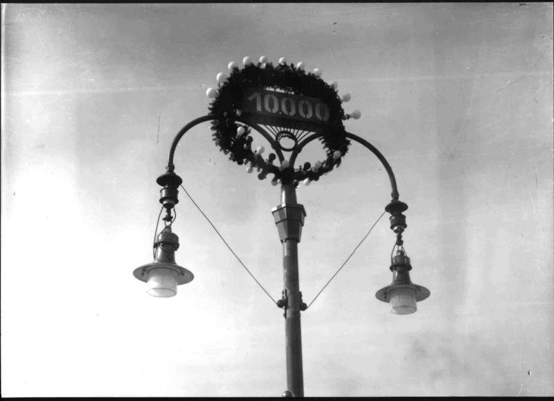 10.000. elektrische Straßenlampe