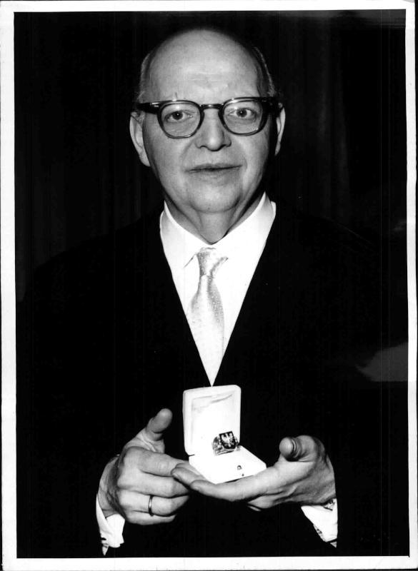 Josef Krips mit dem Ehrenring der Stadt Wien, 27.4.1962©Bildarchiv Austria, ÖNB