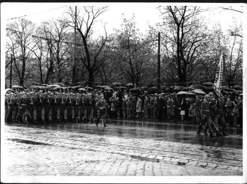Bundesheerparade zum 20. Jahrestag der II. Republik