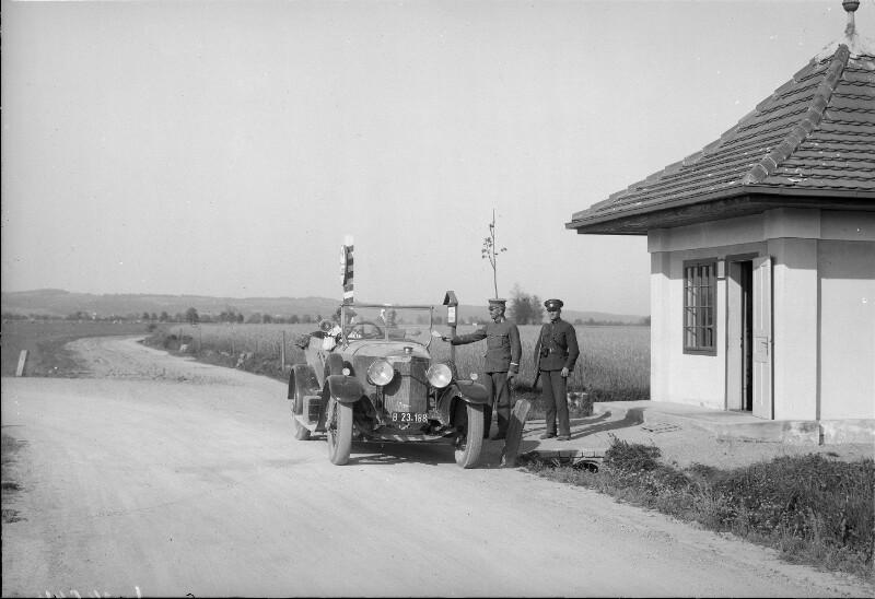 Autofahrer unterwegs im Cabrio