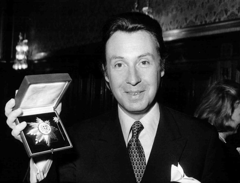 Peter Alexander mit dem goldenen Verdienstzeichen der Stadt Wien