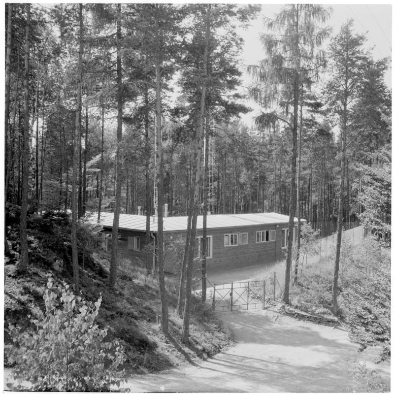 Sendeanlage mitten im Wald. TV-Sender Pyramidenkogel
