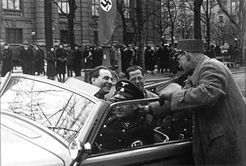 SA-Männer in Wagen (bei Legions-einmarsch 1938)